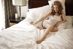 Kylie-Minogue--Sloggi-Photoshoot-2014--02-662x441